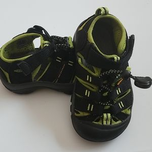 EUC Black Newport Waterproof Toddler Keens